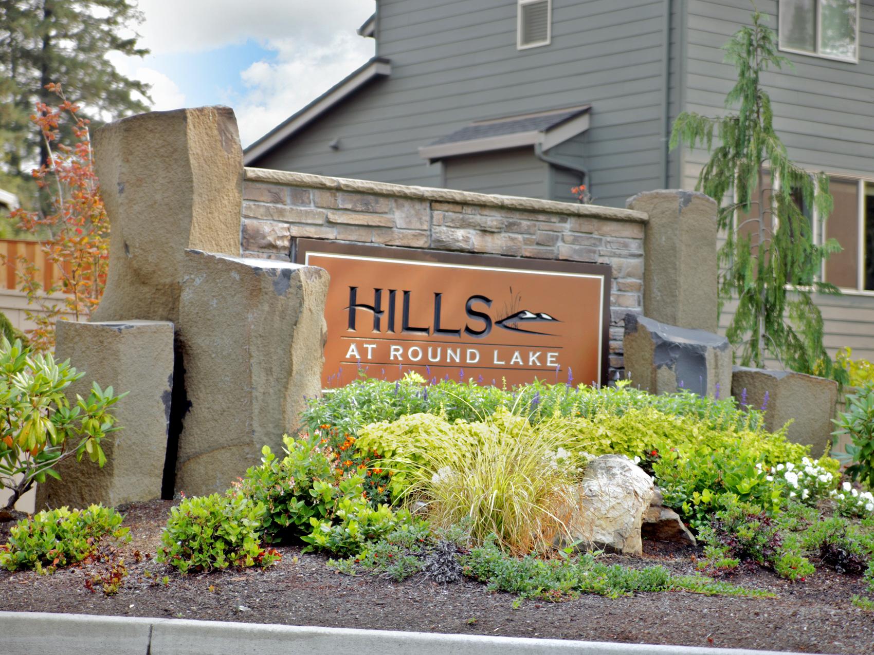 Holt_Hills-at-Round-Lake_02.jpg