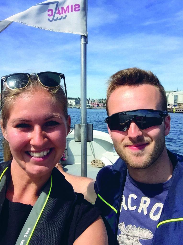 Magnus Krogh Otzen med sin mentor Anja Boytang på lystsejlads i Svendborgsund.