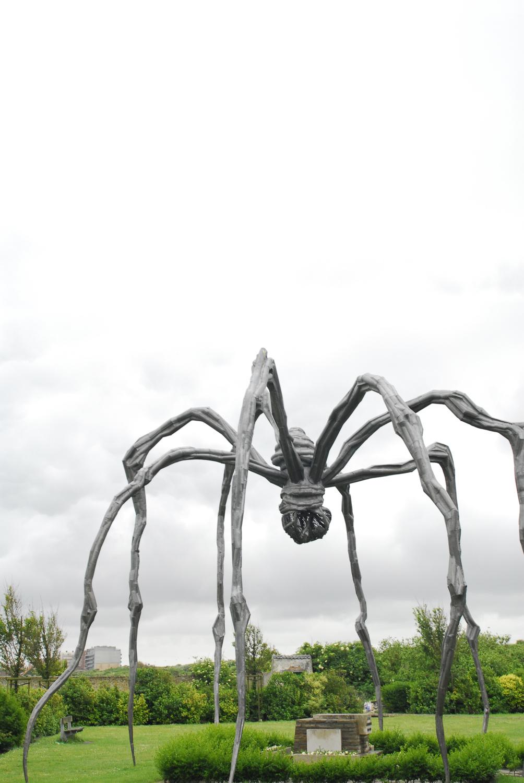 Louise Bourgeois, Spinne, spider, über Grab, Beaufort, Artnet