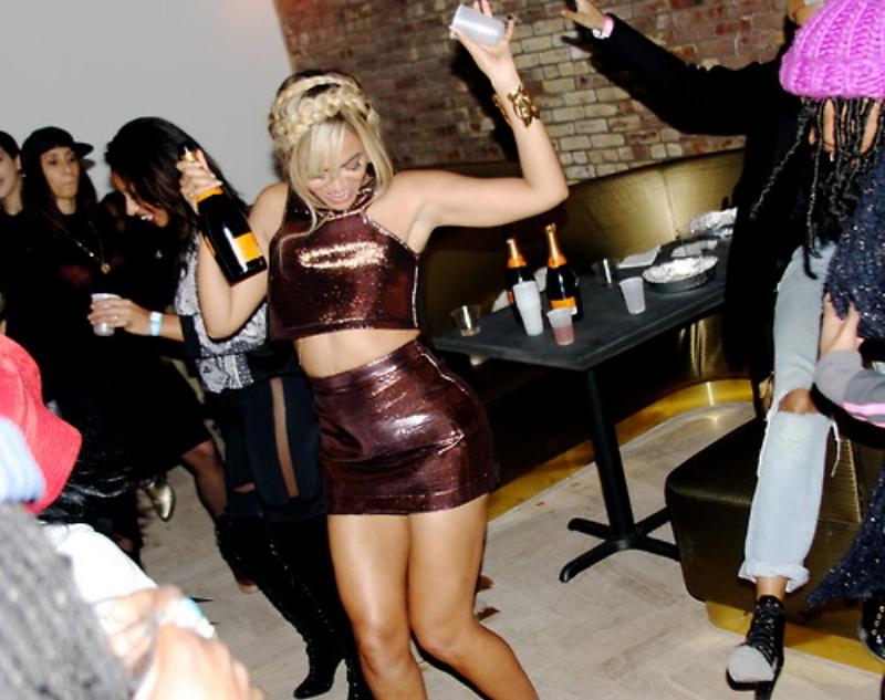 Beyoncé partying. Photo via  Xclusive Touch