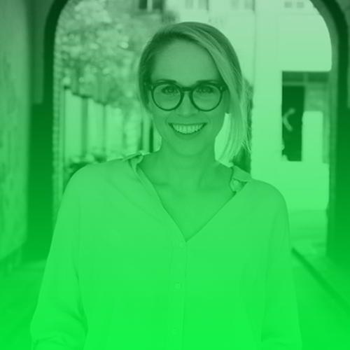 Susann Hoffmann   Susann Hoffmann hat gemeinsam mit Nora-Vanessa Wohlert EDITION F – das erste digitale Zuhause für karrierebewusste Frauen – geschaffen und die Medienlandschaft für Frauen um einen zentralen Aspekt bereichert: Frauen brauchen mehr als Mode-, Beauty- und Diättipps. Davor arbeitete Susann als PR- und Strategieberaterin bei der Kreativagentur Scholz & Friends und gründete dort zum ersten Mal: einen Betriebsrat.  Twitter:   @susannhoffmann