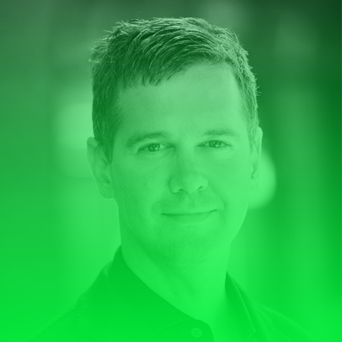 """Stephan Weichert   Dr. Stephan Weichert hat seit 2008 eine Professur für Journalismus und Kommunikationswissenschaft in Hamburg inne. Seit 2013 leitet er den ersten berufsbegleitenden Masterstudiengang """"Digital Journalism"""" an der Hamburg Media School. Er ist Mitbegründer der Plattform VOCER.org, Direktor des VOCER Innovation Medialab und Mitinitiator der Kampagne #netzwende, die – analog zur Energiewende der 1980er Jahre – für journalistische Nachhaltigkeit im Internet eintritt.  Twitter:   @stephanweichert"""