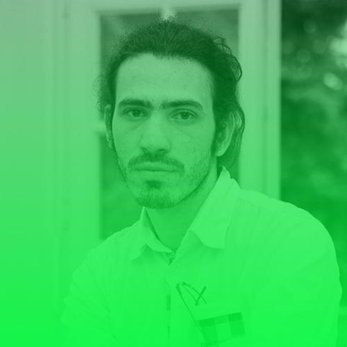 Omid Rezaee   Omid Rezaee wuchs im Iran auf. Während seines Maschinenbau-Studiums in Rascht war er Chefredakteur eines Studentenmagazins, musste das Land 2012 aber wegen seiner Arbeit verlassen und floh in den Irak. Seither arbeitet er mit iranischen Exil-Medien in den Niederlanden, den USA und Großbritannien. 2015 kam er dank eines Visums nach Berlin. Inzwischen absolviert er eine Weiterbildung im Bereich Medien, Film und Medien-Management an der Hamburg Media School. Seit Oktober 2016 schreibt er auch für deutsche Medien vor allem über die Themen Iran, Migration und Exil-Iraner. Februar 2017 startete er die mehrsprachige Website  Perspektive Iran , wo vor allem auf Deutsch über den Iran berichtet wird. Daneben absolviert er das Google News Lab Fellowship bei piqd.de .  Twitter:   @Omid6887