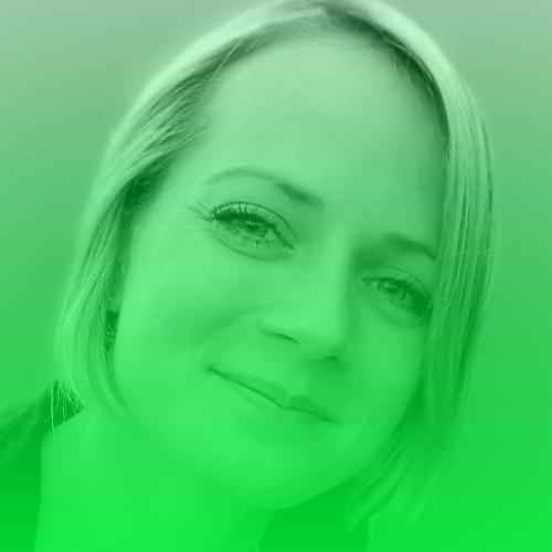 """Isabelle Buckow   Isabelle Buckow ist freie Journalistin, organisiert das Reporter-Forum und wirkt in der Reporterfabrik mit. Sie hat die Henri-Nannen-Schule besucht und drei Monate lang in Simbabwe gelebt. Seitdem ist sie immer wieder in Afrika unterwegs – und bringt von dort Geschichten mit. Gemeinsam mit dem Fotojournalisten Christian Werner veröffentlichte sie 2014 in der Süddeutschen Zeitung die Multimedia-Scrollreportage """"Schwarzer Tod"""", die mehrfach ausgezeichnet wurde, u.a. mit dem Axel-Springer-Preis für junge Journalisten und dem Hansel-Mieth-Preis digital.  Twitter:   @ibuckow"""