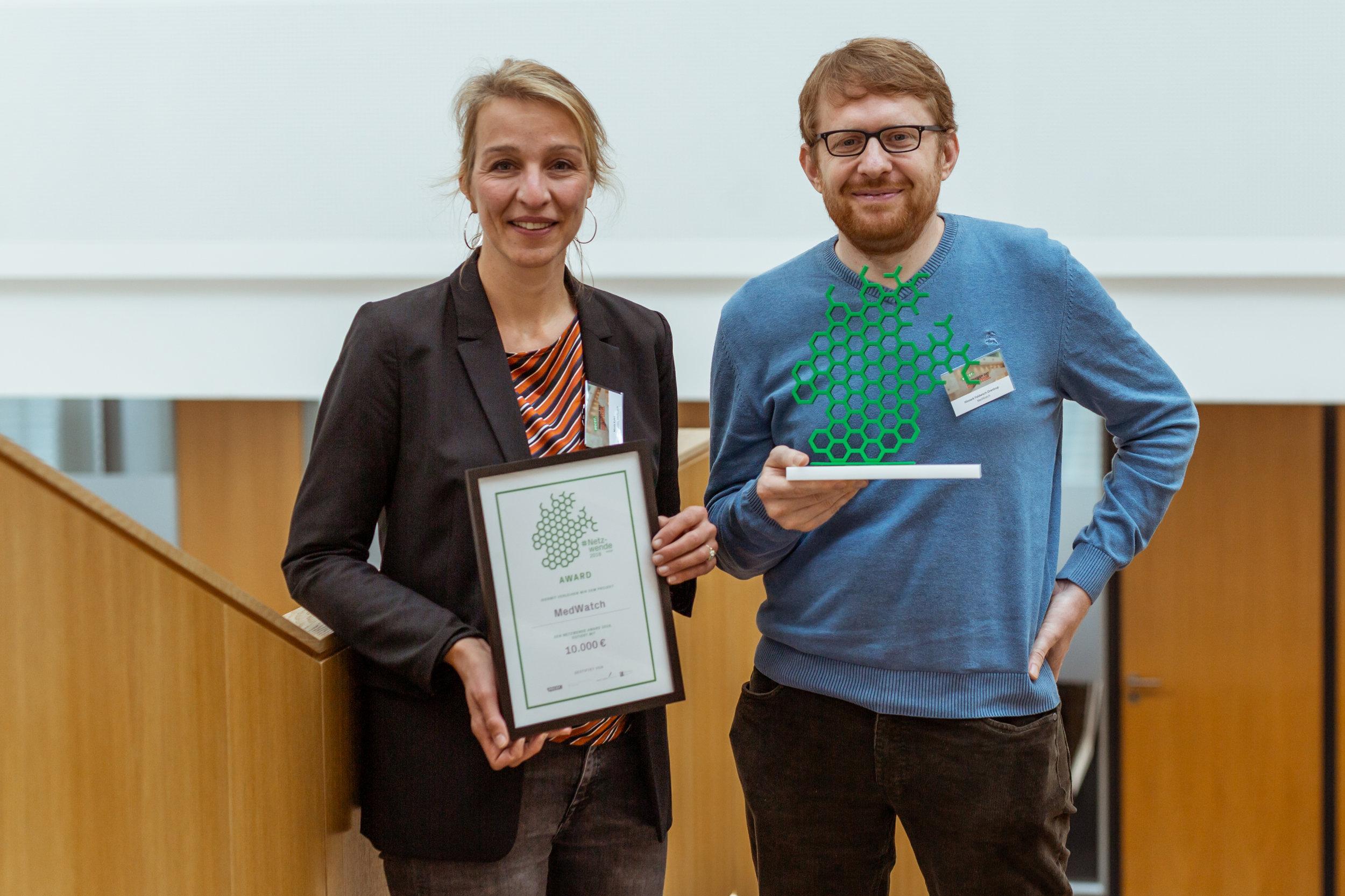 Die Preisträger 2018: MedWatch - Nicola Kuhrt und Hinnerk Feldwisch-Drentrup von MedWatch (Foto: Melina Mörsdorf/VOCER - freie Nutzung bei Namensnennung)Download