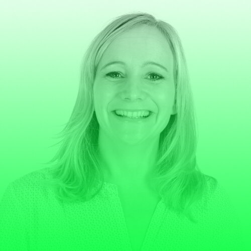 """Jessica Staschen   Jessica Staschen leitet die Kommunikation der ZEIT-Stiftung Ebelin und Gerd Bucerius und verantwortet dort die Journalismus-Projekte. Als Journalistin hat sie nach ihrem NDR-Volontariat für das Medienmagazin """"Zapp"""", die britische Tageszeitung """"The Guardian"""", das ZDF und die ARD als Fernsehautorin und Redakteurin gearbeitet. Zuletzt war sie für die Presse- und Öffentlichkeitsarbeit des Hamburger Max-Planck-Instituts für ausländisches und internationales Privatrecht verantwortlich. Dort hat sie zahlreiche Projekte in der Wissenschaftskommunikation entwickelt und erfolgreich umgesetzt. Foto: Felix Engel.  Twitter:   @JStaschen"""
