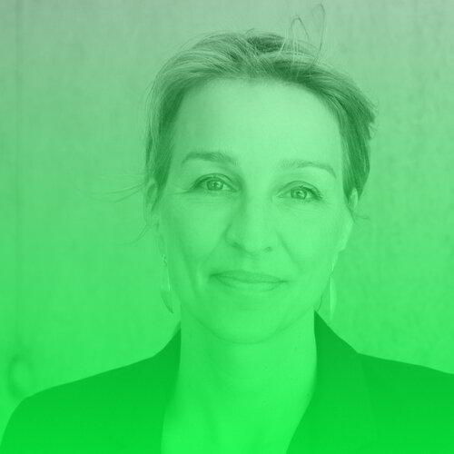 """Nicola Kuhrt   Nicola Kuhrt ist freie Wissenschaftsjournalistin und Co-Gründerin von MedWatch.de. Als Autorin arbeitet sie für den Stern, die Zeit, Brand eins, piqd und GPSP. Von 2012 bis 2015 war sie Redakteurin im Ressort Wissenschaft bei Spiegel Online. Sie ist Heureka-Preisträgerin, war """"Best Cancer Reporter"""" (2010) und 2013 Wissenschaftsjournalistin des Jahres. 2019 gewann sie den Emotion Award in der Kategorie """"Soziale Werte"""". Nicola Kuhrt ist Vorstandsmitglied der Wissenschafts-Pressekonferenz und im Beirat von Pro Exzellenzia.  Twitter:   @nicolakuhrt"""