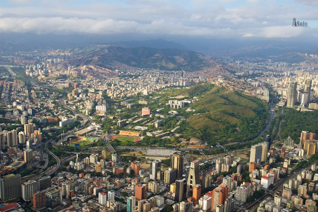 Nuestra casa es el hogar privado; la ciudad es el hogar público - Adaptación Enrique Tierno Galván