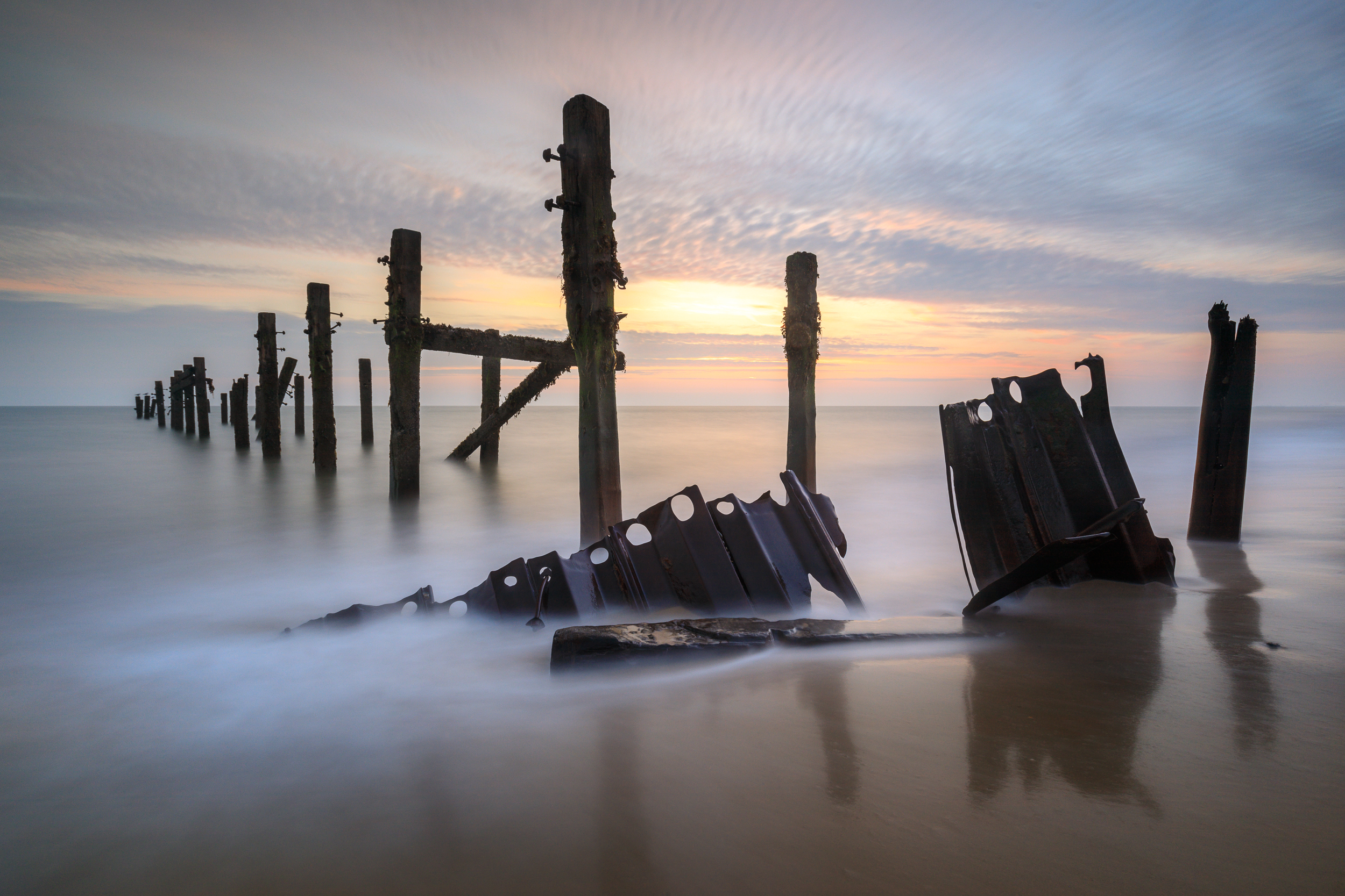 Sunrise at Happisburgh, Norfolk. Canon 5D mkIV, 16-35mm @ 16mm, 61sec, f11, ISO 100, Lee 0.9 reverse ND grad and Little stopper