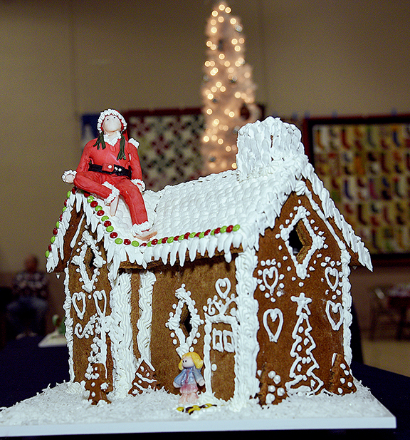 rbgc 18 larry's gingerbread house.jpg