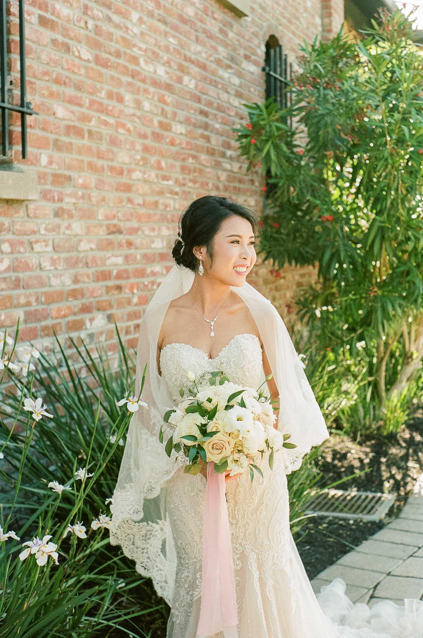 Bride-Flower-Bouquet-outside.jpg