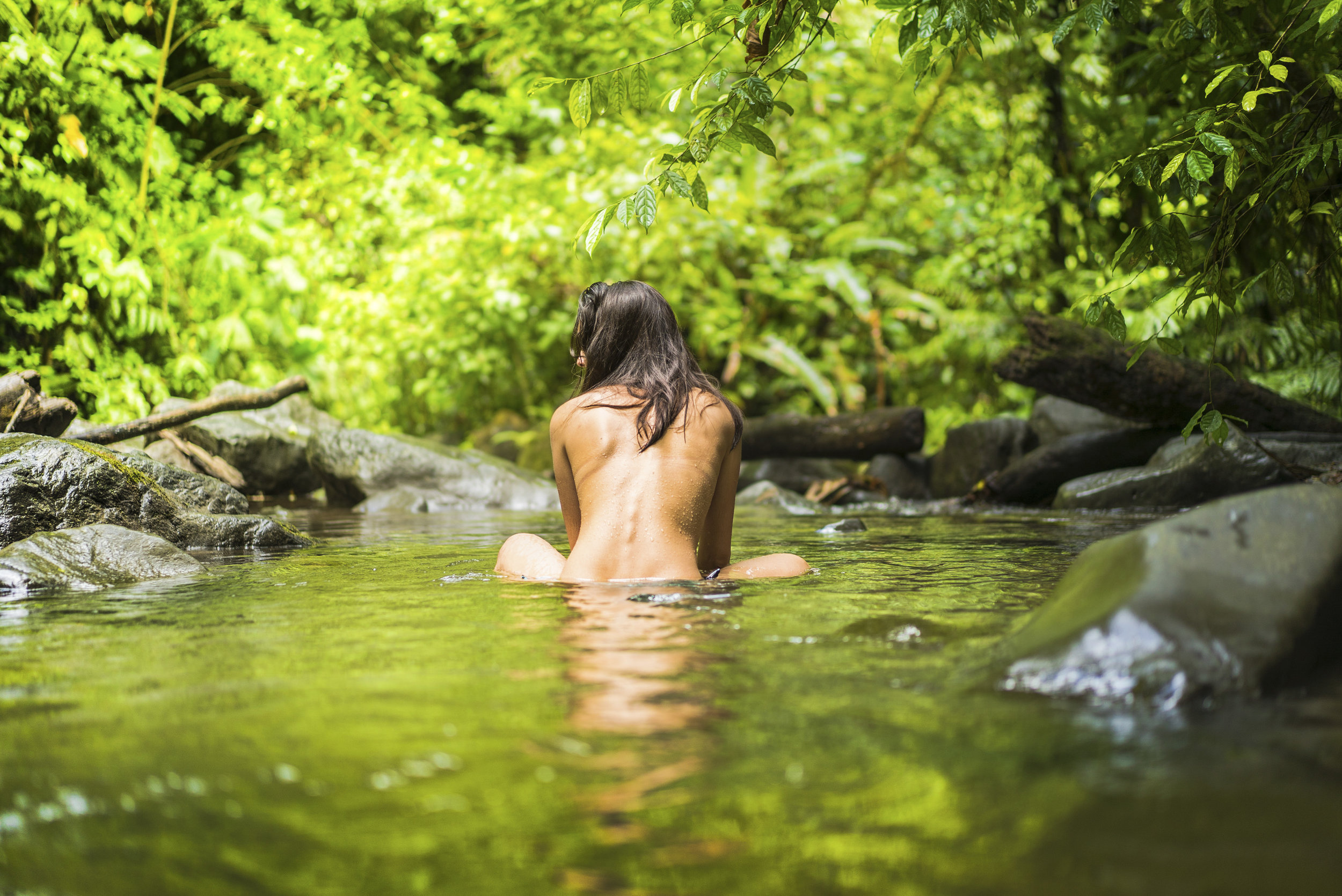 Naked girl in the Costa Rican forest