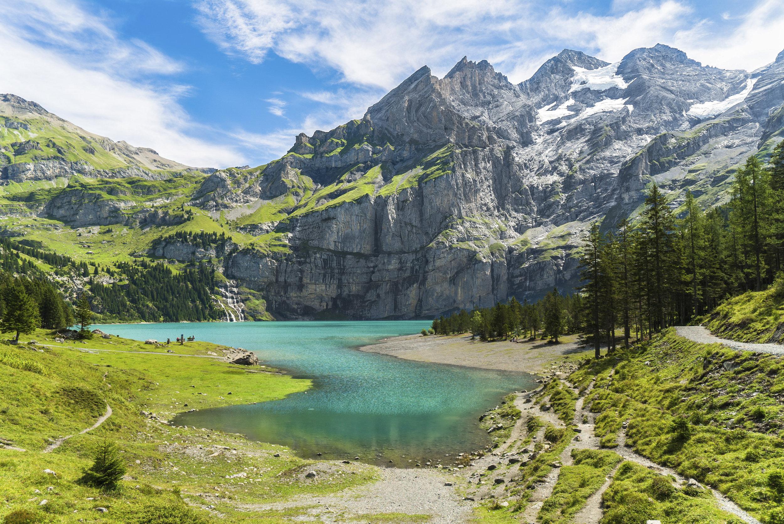 Oeschinensee lake & mountains - Switzerland