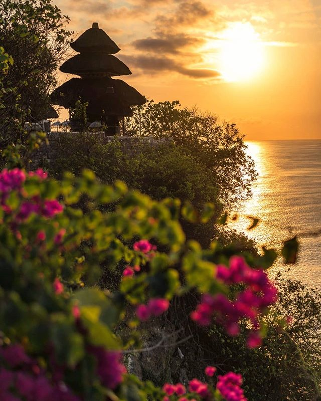 Uluwatu Temple on the very edge of a cliff . . . . #bali #uluwatu #uluwatutemple #sunset #hinduism #structures #findingpeace  #baliculture #ubud #indonesia_photography #baliindonesia #balitrip #balilife #visitbali #baliisland #beautifuldestinations #letsgoeverywhere #bestinbali #thebaliguideline #wonderfullindonesia #explorebali #sonyimages #bestsunset #travelinbali #beautifulviews #oceanviews