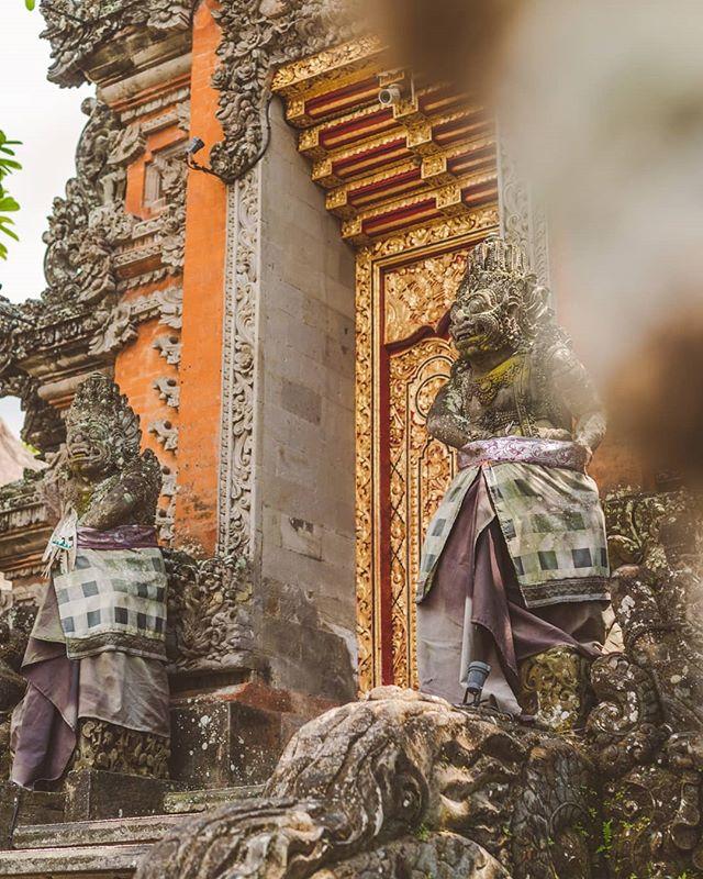 The details the Balinese put into their temples 😯 . . . #bali #indonesia #temple #purisaraswati #hinduism #structures #findingpeace #baliculture #ubud #indonesia_photography #baliindonesia #ubudbali #balitrip #balilife #visitbali #baliisland #travelgrams #aroundtheglobe #roundtheworld #ilovebali #prettylittletrips #letsgoeverywhere #bestinbali #thebaliguideline #wonderfullindonesia #explorebali #baliphotographer #enjoybali