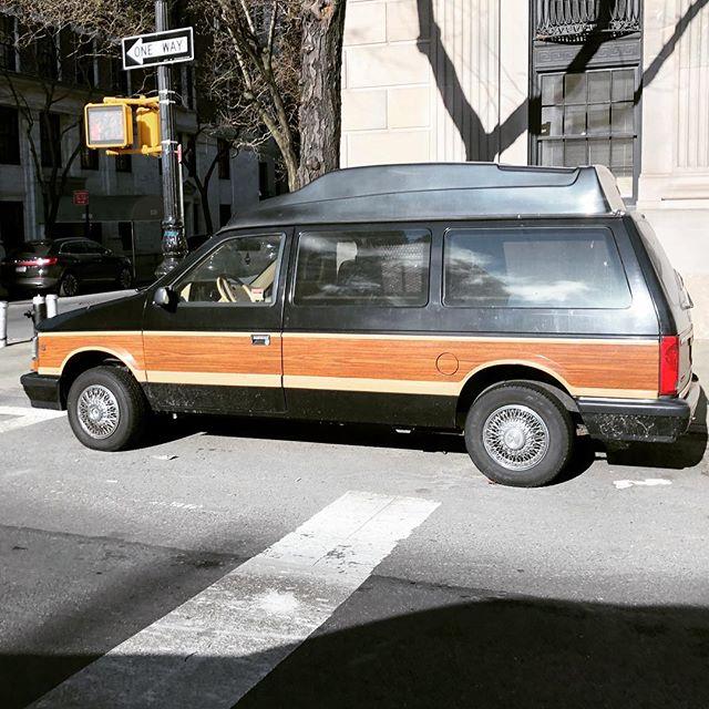 Worlds cleanest bubbletop . . . . #dodge #dodgecaravan #bubbletop #woodpaneling #minivan #90scars