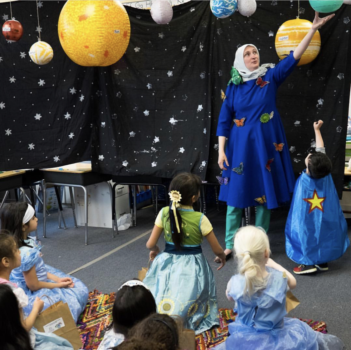 Third grade teacher Amy Tucker teaches kids about planets during a school event celebrating reading and literature at Al Fatih Academy in Reston, VA. Pic courtesy: Zoshia Minto.