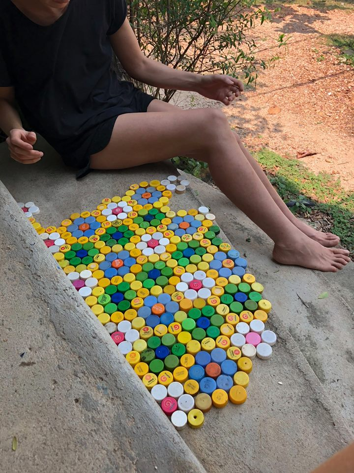 Using plastic lids to decorate steps.