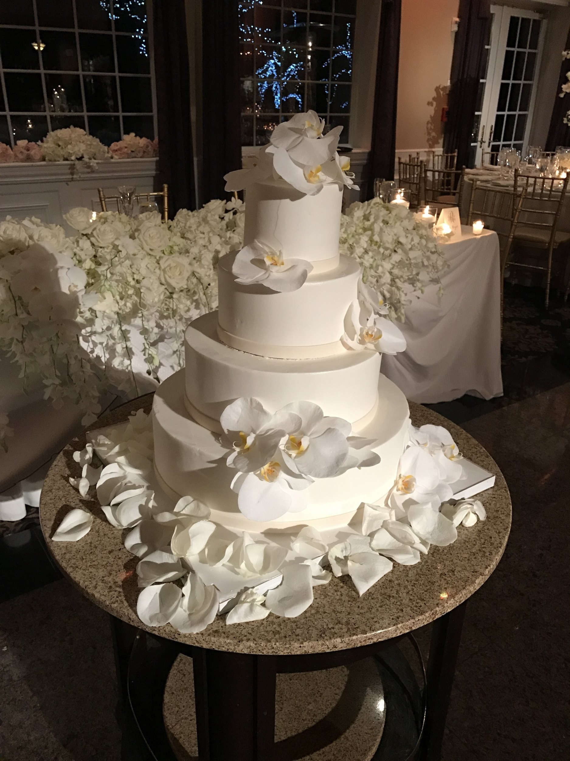 Robins Wedding Cake.jpg