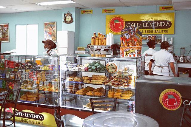 Empezamos nuestra tanda de #puntoscafeleyenda con nuestra zona de café en @unisanitas • Café de excelente calidad 💯, #cafecolombiano a un paso de ti en este punto ubicado en la calle 23 # 66 - 46 • Sede Salitre • ¡Te esperamos! • • • • • #sedesalitre #caféleyenda #puntos #locales #amantesdelcafe @unisanitas #cafe #coffeetime #ilikecoffee #jovenes #universidades #somoscolombia #vamosporuncafe #breaktime