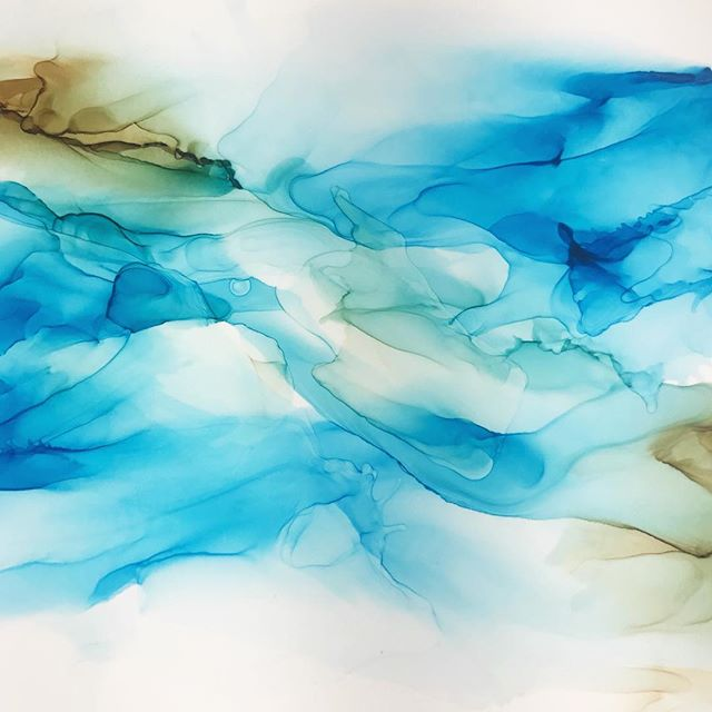 Unless you've worked with alcohol inks, you probably won't realize how much practice it takes to create this loose, flowy look that so reminds me of slow flowing water in a quiet stream.  #alcoholink #abstractart #abstractpainting #fluidart #dreamingofspring #artistintraining #practicemakesprogress