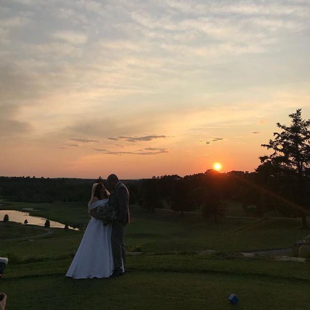 Ahhhh August sunsets,,,,,, #wedding #sunsets #weddingphotography #weddingphotographer #insta #photooftheday #ido #summerwedding #catchingsunsets