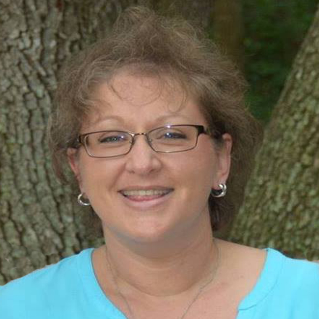 Lezli Dotson    Office Manager