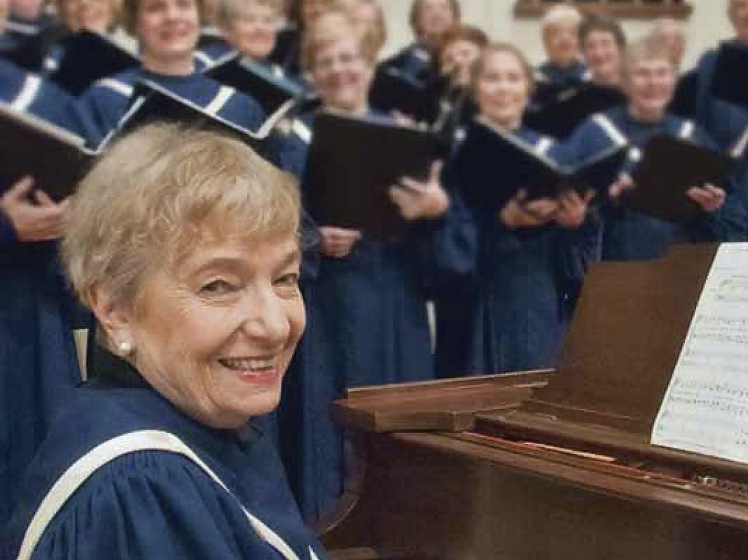 Barb Thorsen, Organist    barb@fcc-cl.org