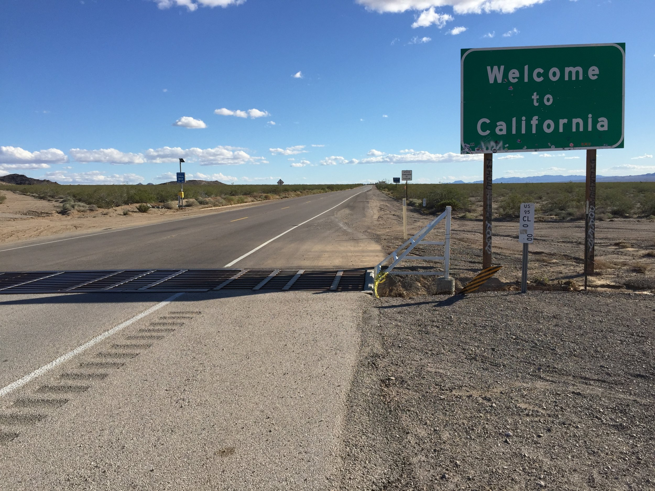 2015-11-03_14_17_59_%22Welcome_to_California%22_sign_along_southbound_U.S._Route_95_entering_San_Bernardino_County,_California_from_Clark_County,_Nevada.jpg