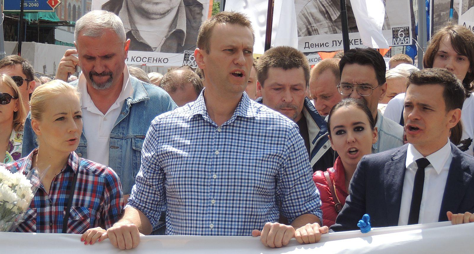 Yulia_Navalny,_Alexey_Navalny,_Anna_Veduta_and_Ilya_Yashin_at_Moscow_rally_2013-06-12_1.JPG