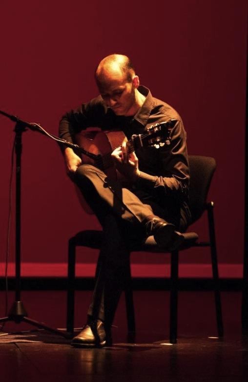 Roberto-Aguilar-guitar.jpg