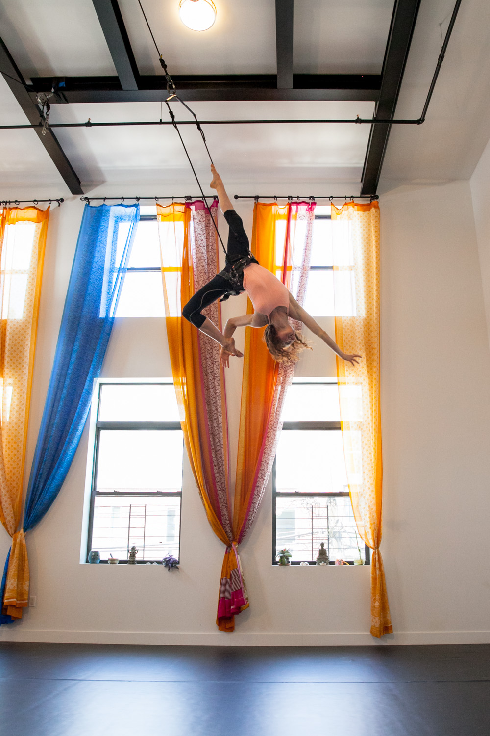 FLYING DANCE - WHETHER YOU'RE A NOVICE ADVENTURER OR PROFESSIONAL PERFORMER. WE TEACH FLYING HARNESS FOR YOUR SKILL LEVEL; FOR AUDITION TRAINING, OR JUST FOR A FUN EXPERIENCE.CLASS IS 90 MINUTES FOR 3 OR MORE, 60 MINUTES FOR 2 OR LESS.ALSO AVAILABLE AS A PRIVATE OR SEMI-PRIVATE GROUP SESSION UP TO 6 PEOPLE.