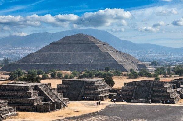 Pirámides De Teotihuacán + Basílica