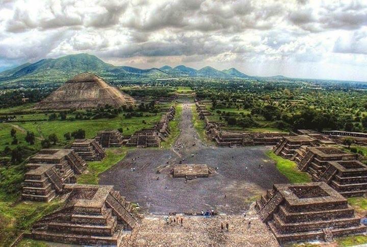 Pirámides De Teotihuacán al Amanecer