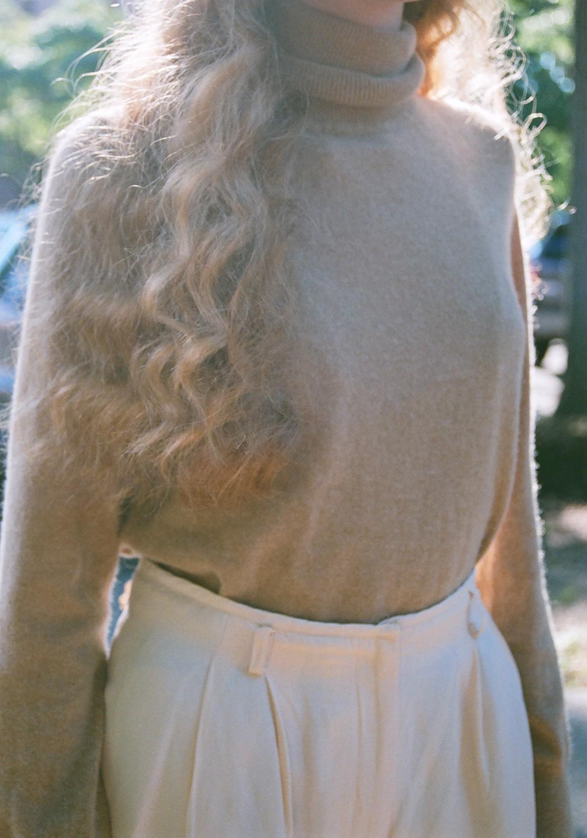 turtleneck cashmere 1.jpg