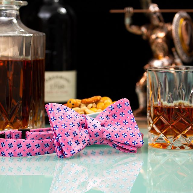 Last chance for a drink tonight if you're doing Dry July⠀ #houndaccesories #dryjuly #bowtie #scotch #menwithstyle #madeinaustralia #selftiebowtie #mensfashion