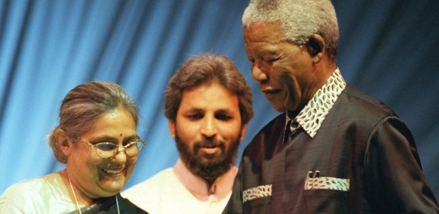 Ela Gandhi presents Nelson Mandela the Gandhi King Award at the Parliament of the World's religions in South Africa, 1999.  (Obed Zilwa /  Associated Press )