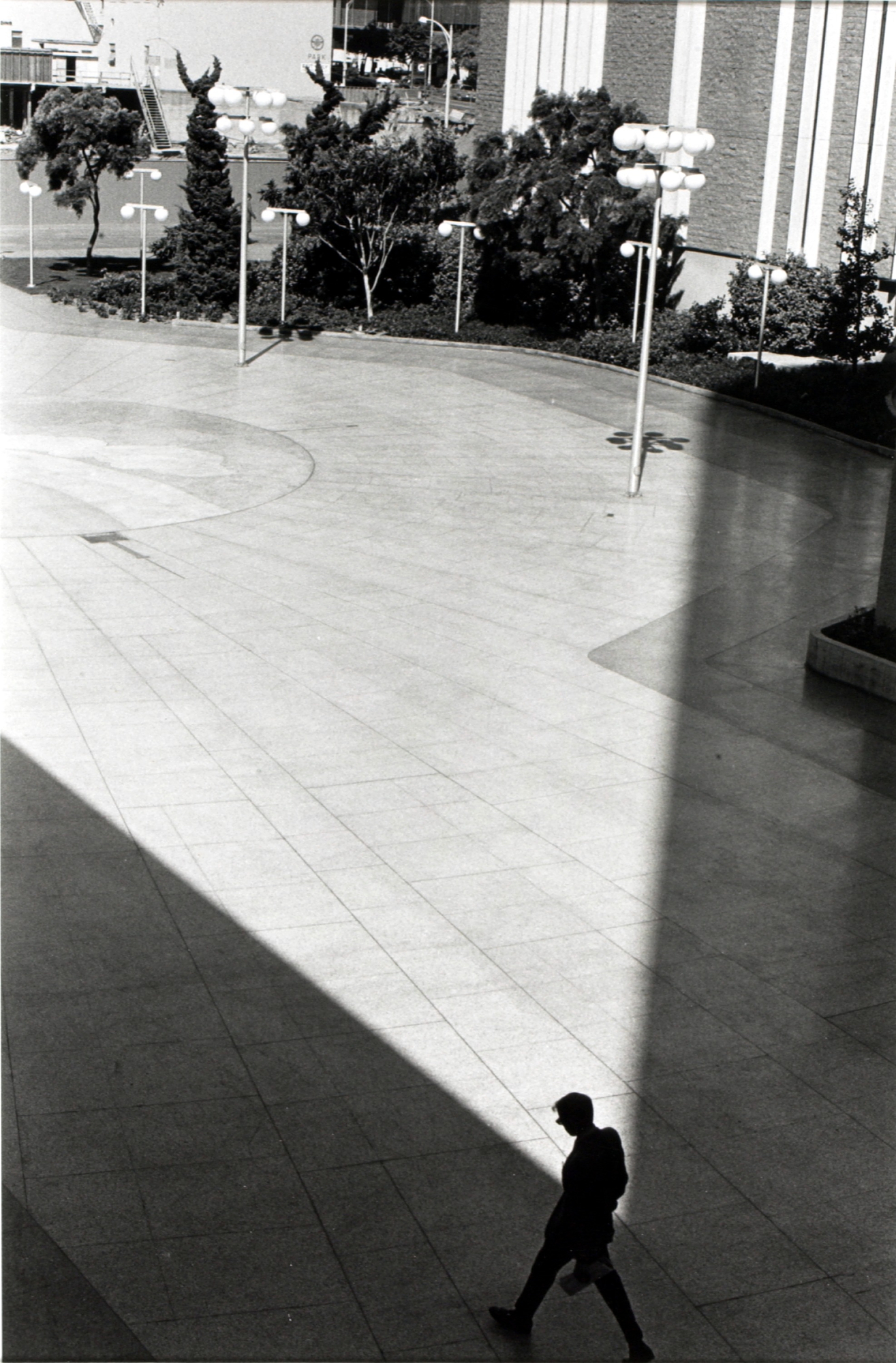 Alvin Lieberman, San Diego (Plaza, Man Walking), 1971, gelatin silver print, Smithsonian American Art Museum, ©1971, Al Lieberman, Transfer from the National Endowment for the Arts, 1983.63.887
