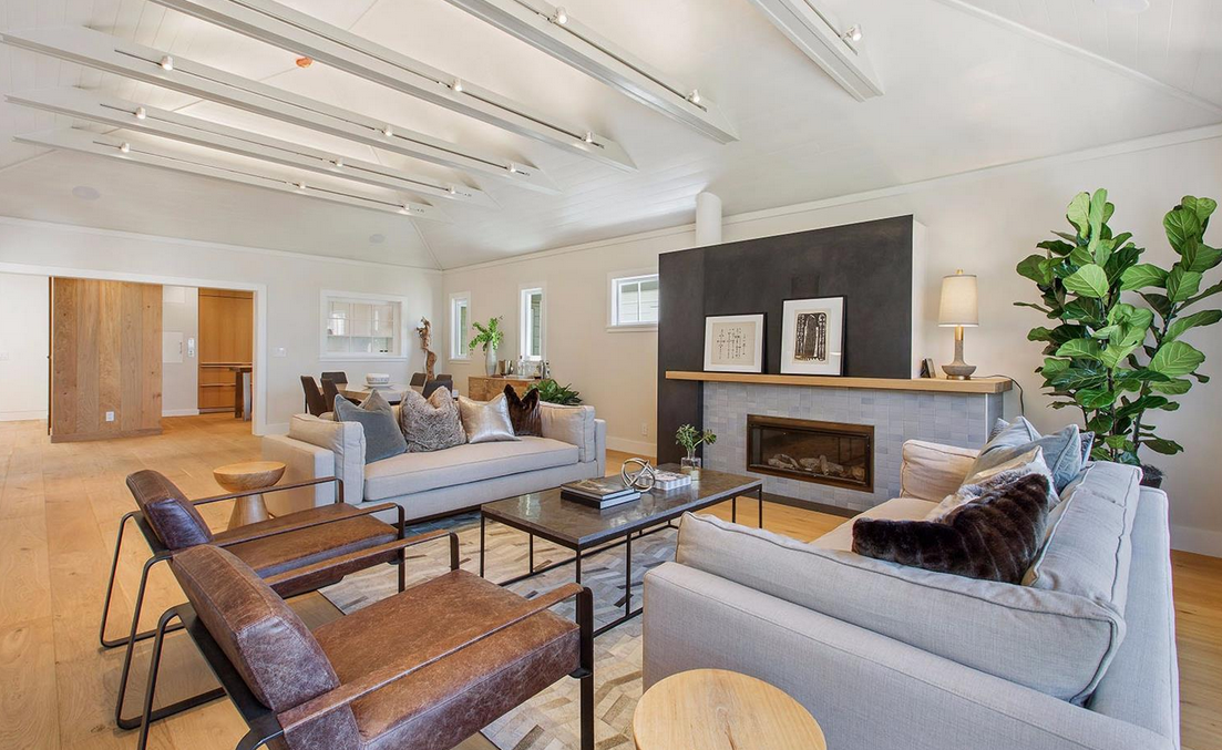1338 Filbert Street - living room
