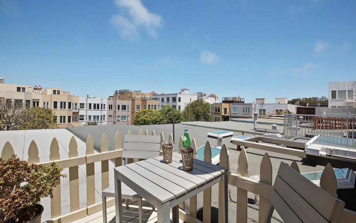 1656 Beach - rooftop patio
