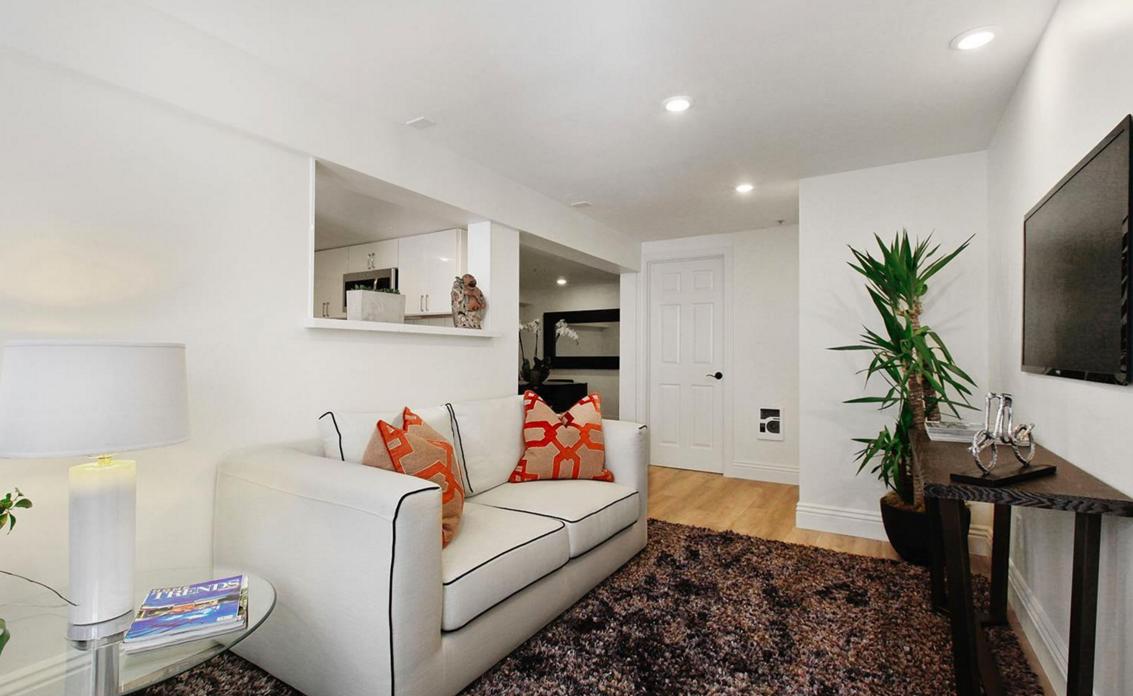 617 B.5 Broderick Street - living room