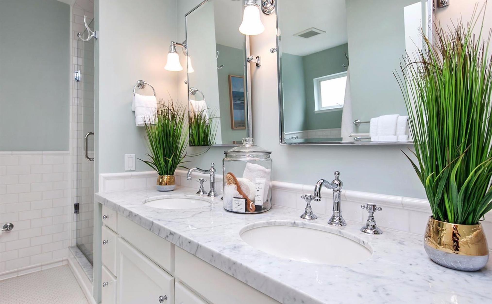 405 Laurel Street - Bathroom