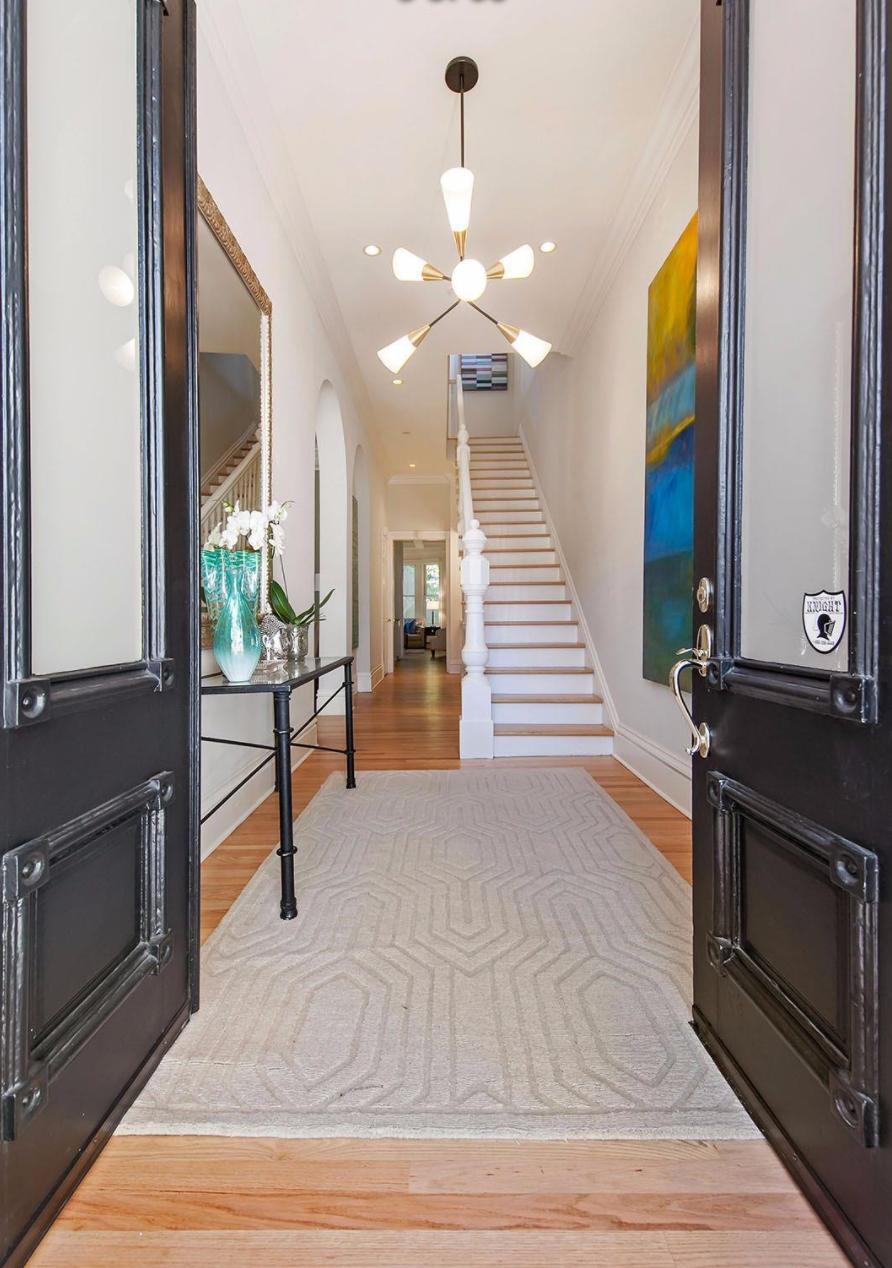 2521 Octavia Street - Foyer