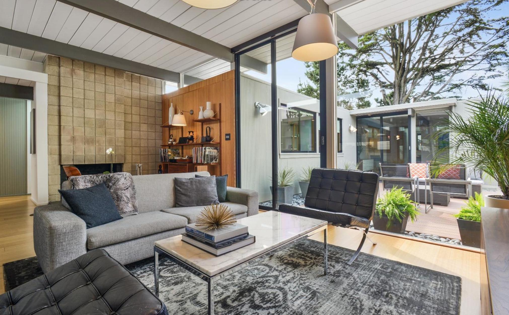 1027 Duncan Street - Living Room