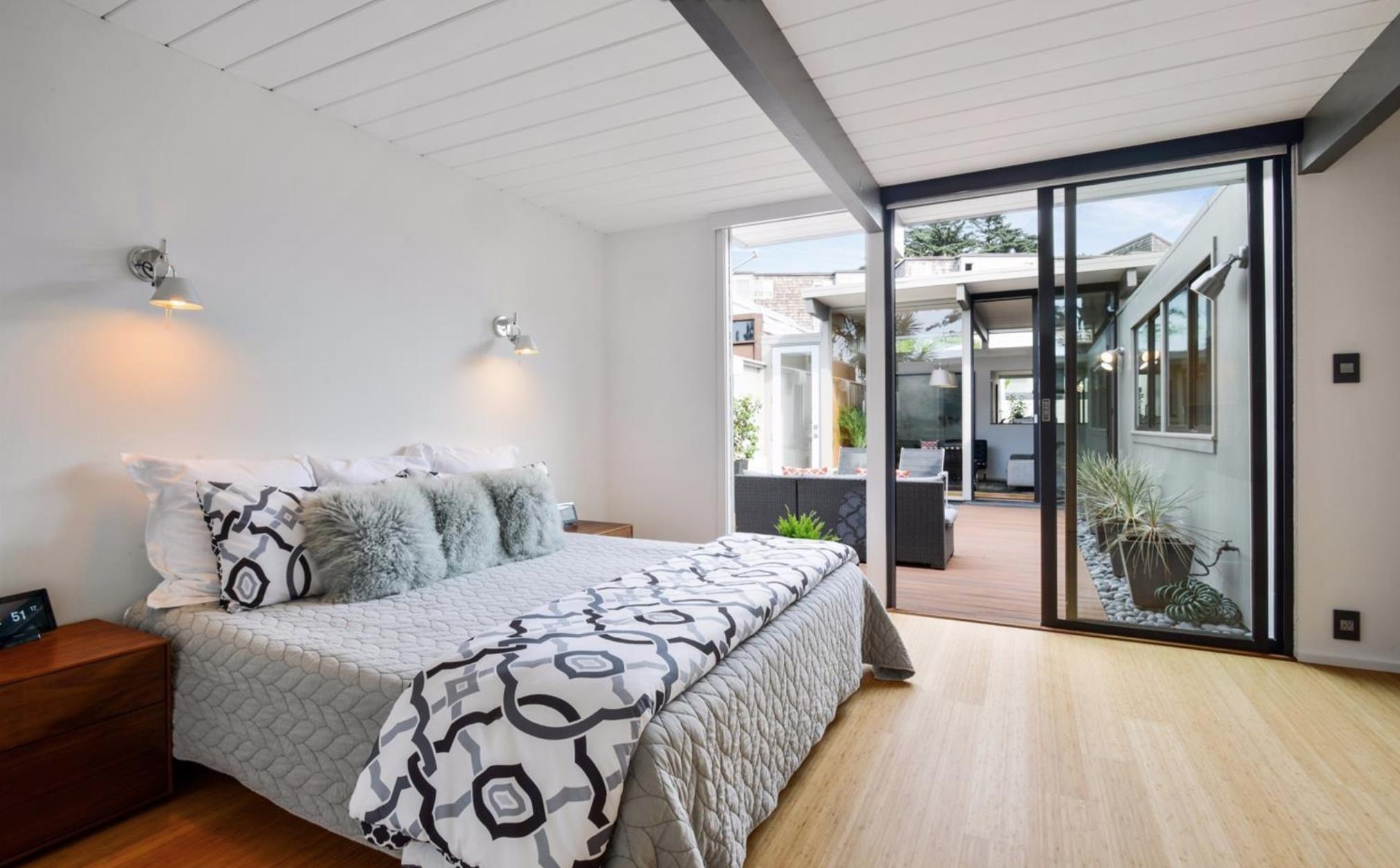 1027 Duncan Street - Bedroom