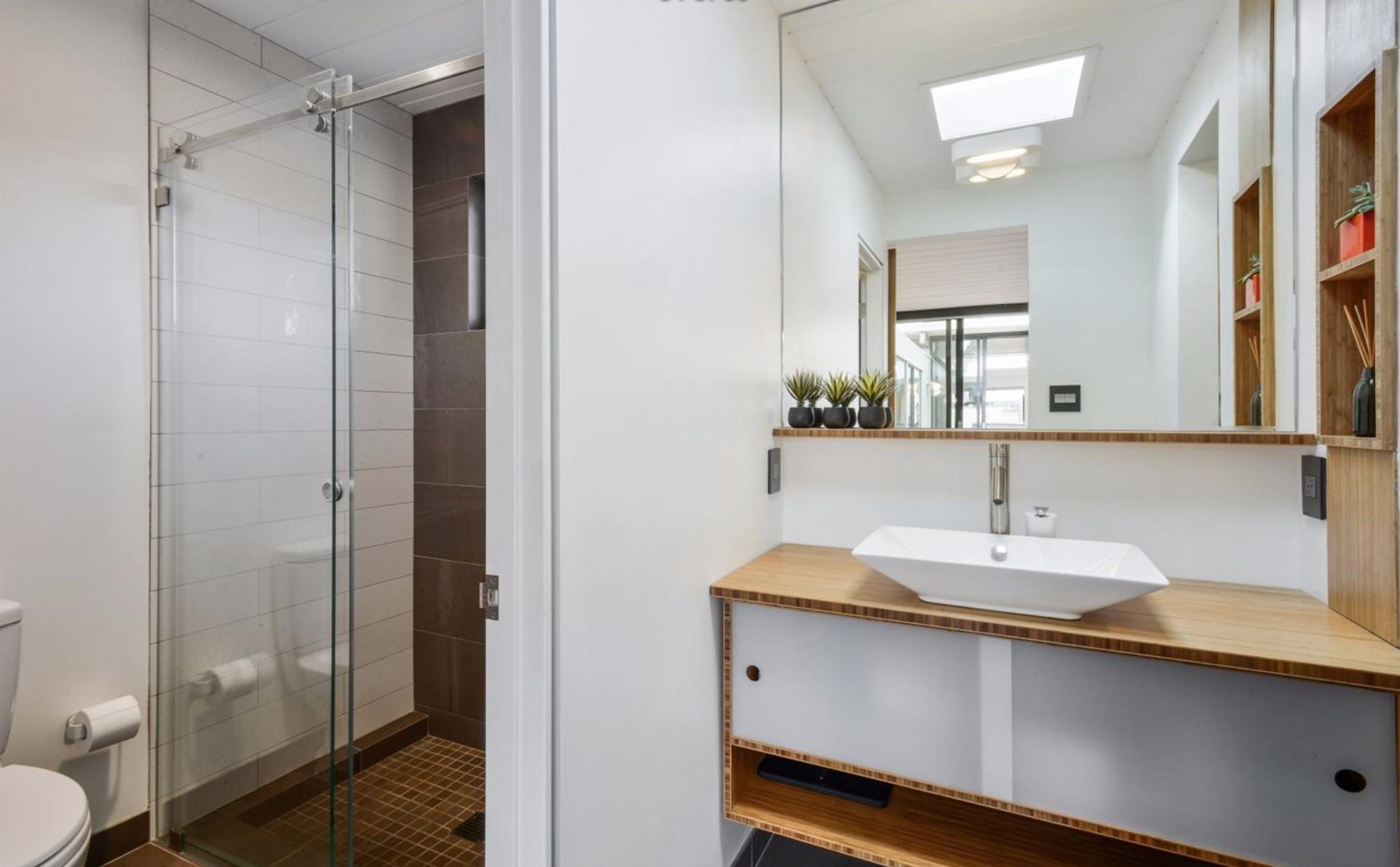 1027 Duncan Street - Bathroom