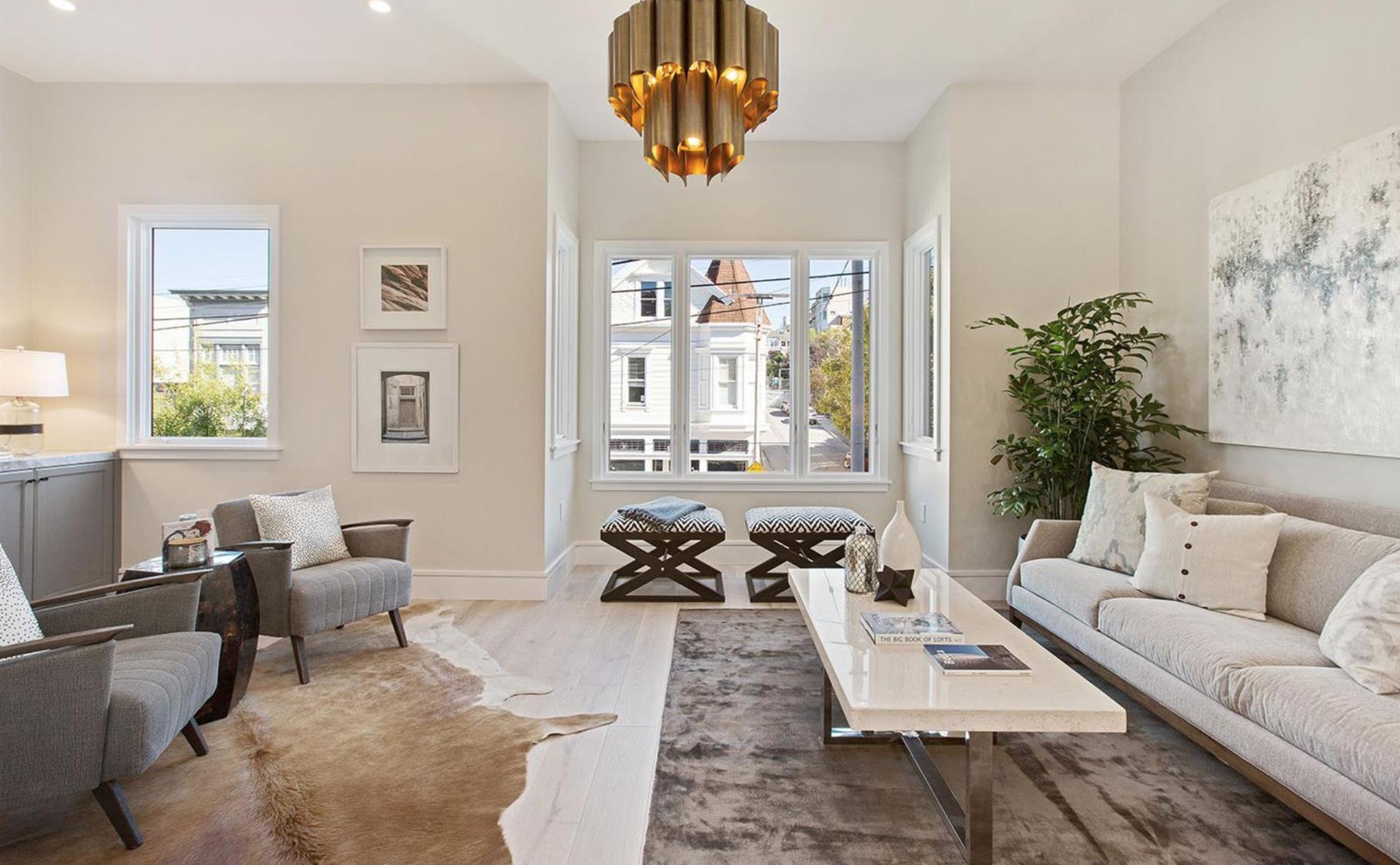 2829 Baker Street - Living Room
