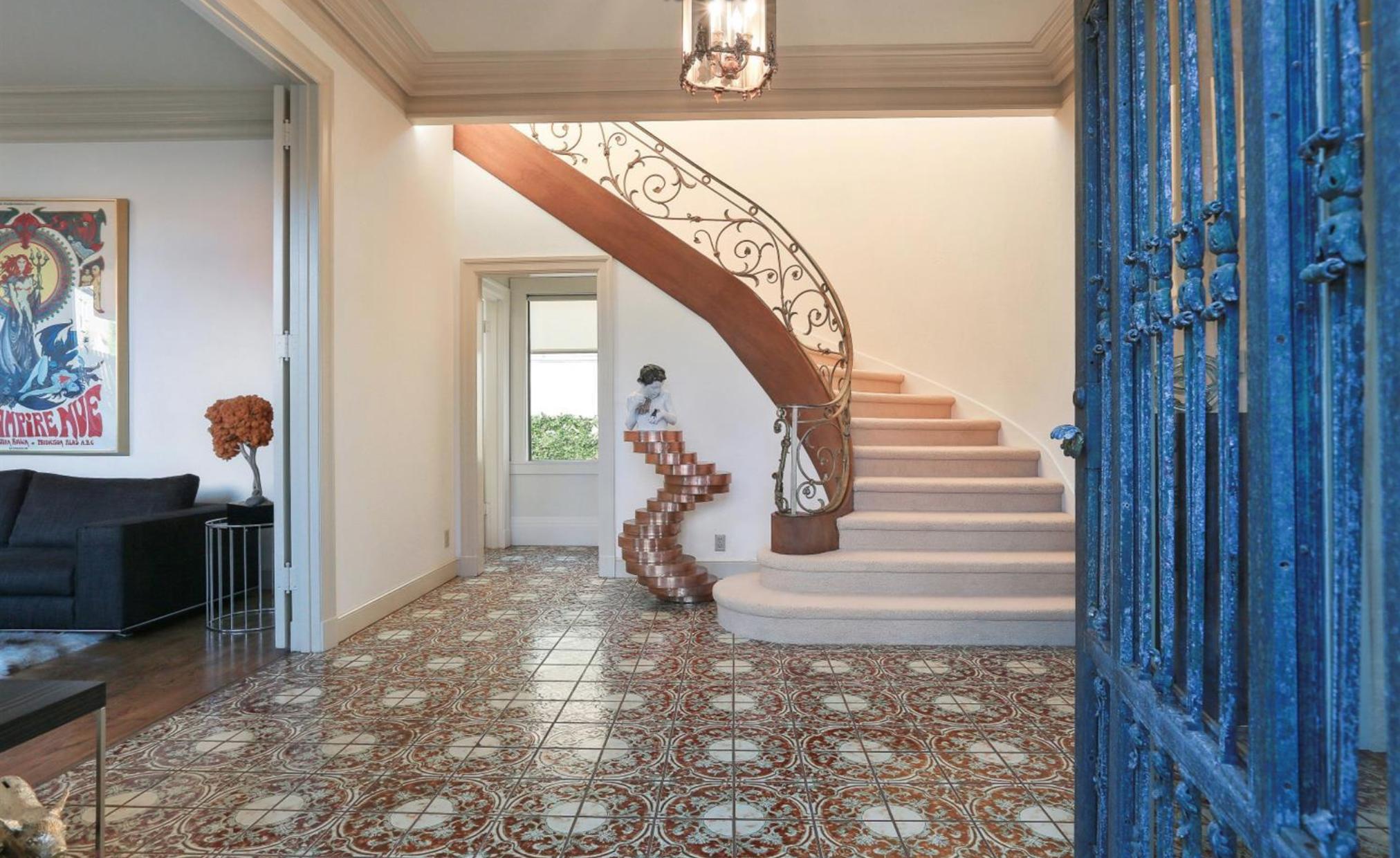 308 Sea Cliff Avenue - Foyer