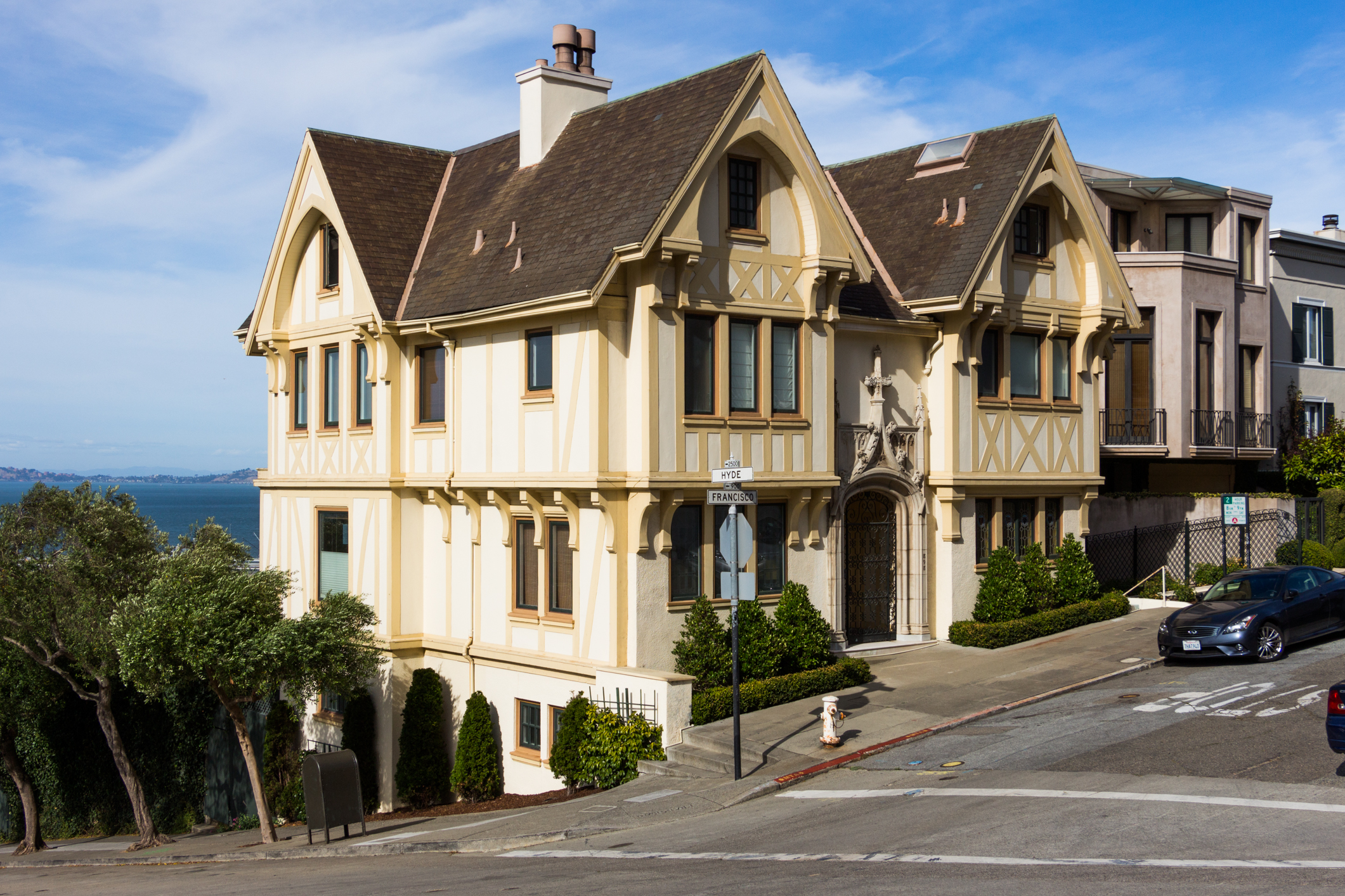 Russian Hill Mansion