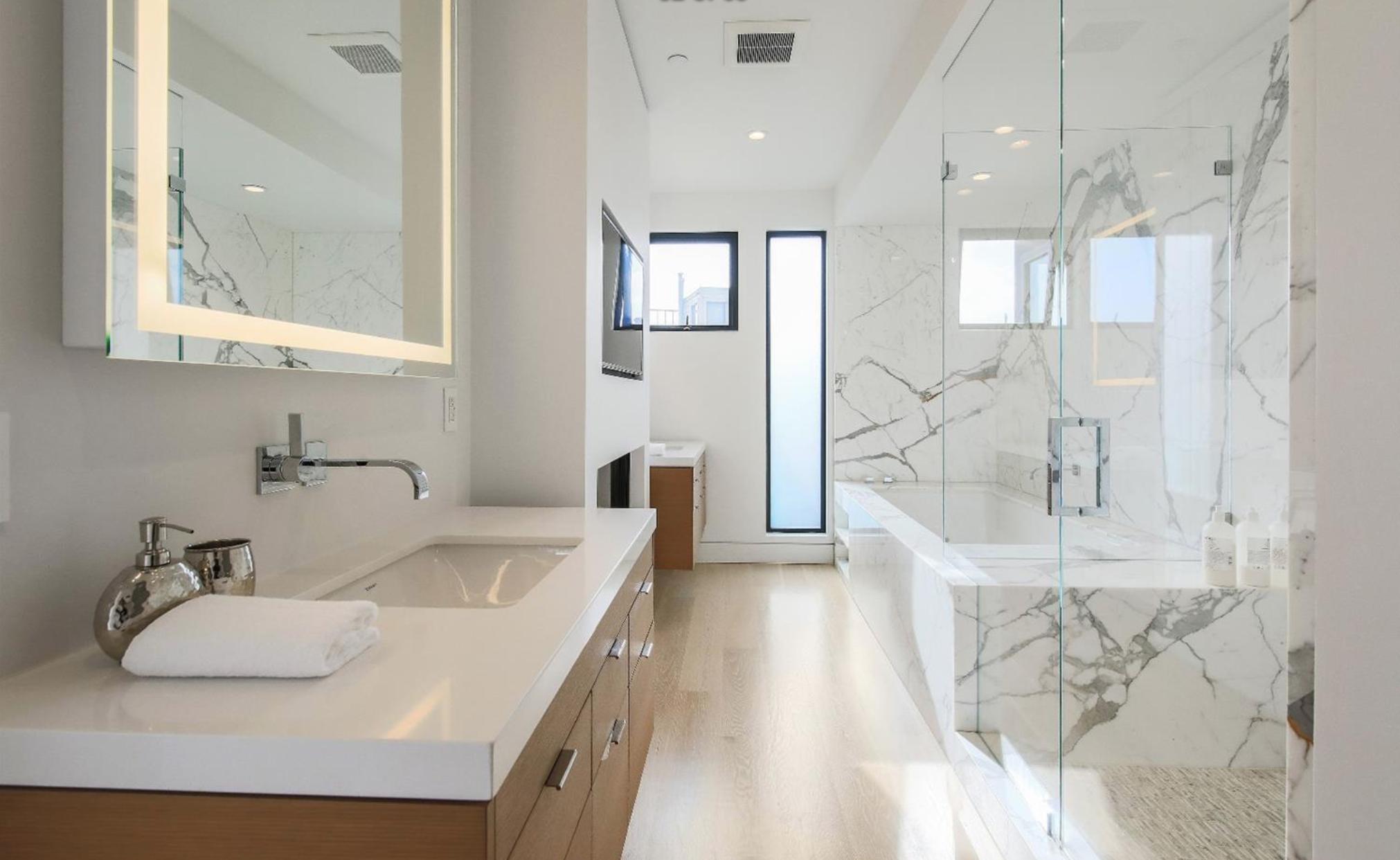 31 Rico Way - Master Bathroom Suite